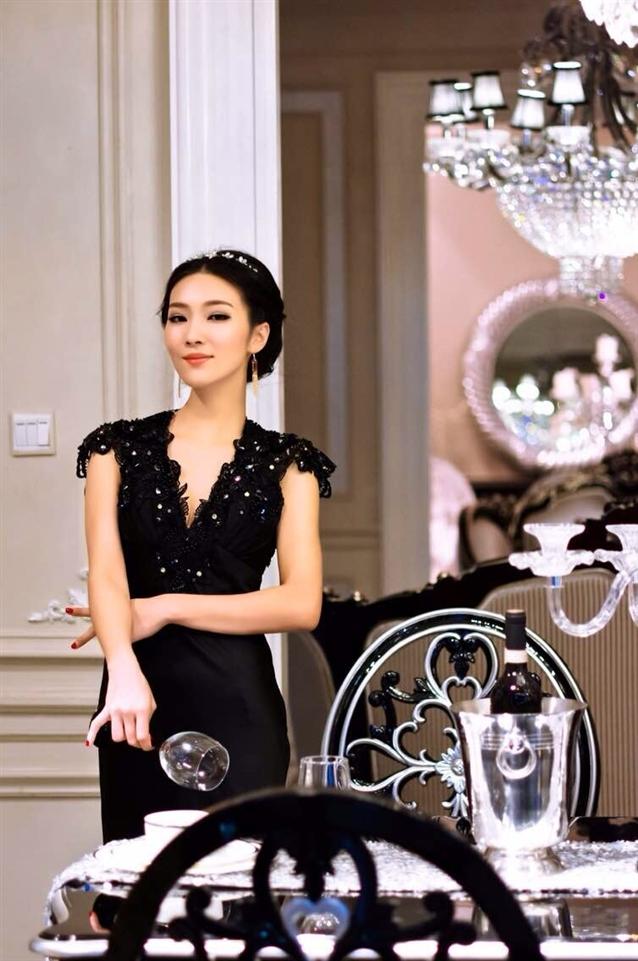 模特(走秀,车展,平面),礼仪工作; 2013年于南宁电台fm101.